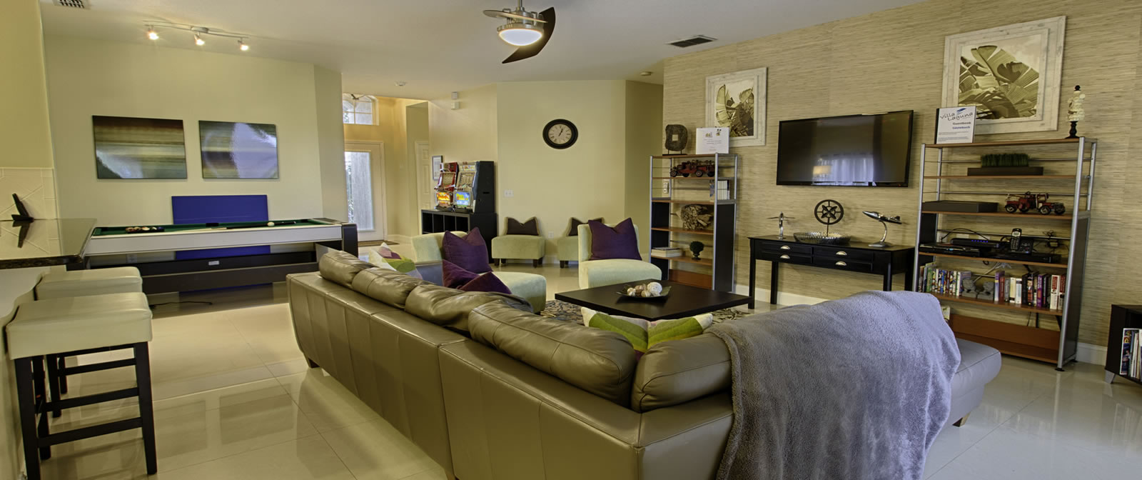 luxury vacation home spacious living room & Orlando Vacation Homes - Luxury Vacation Rentals in FL